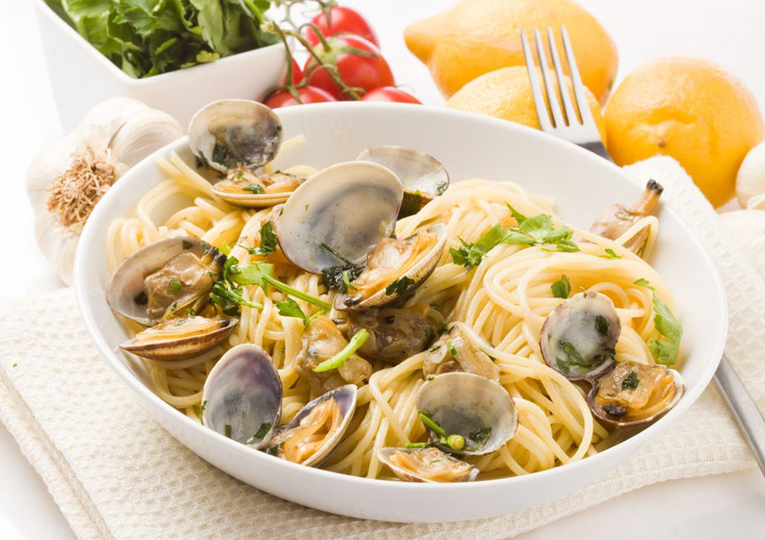 Spaghettini with Corn and Clams
